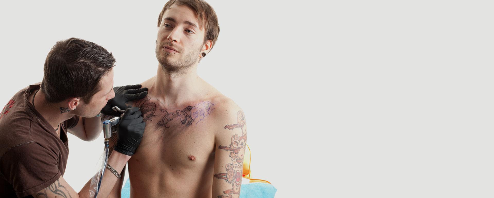 des tatoueurs creatifs compttants et passionnes